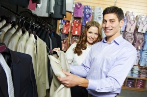 Young_Couple_Shopping_Clothes_dreamstime_m_289612461