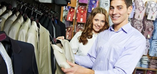 Young_Couple_Shopping_Clothes_dreamstime_m_289612461-554x262